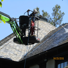 Roof Cleaning Lift
